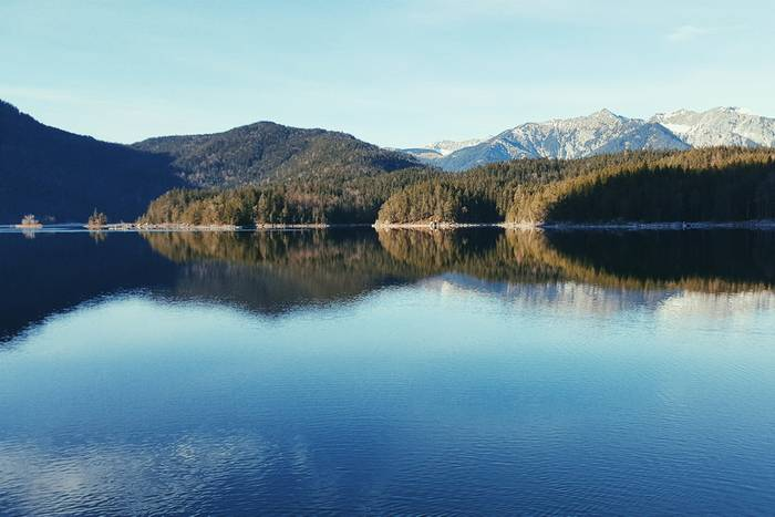 Lake Eibsee on a calm day